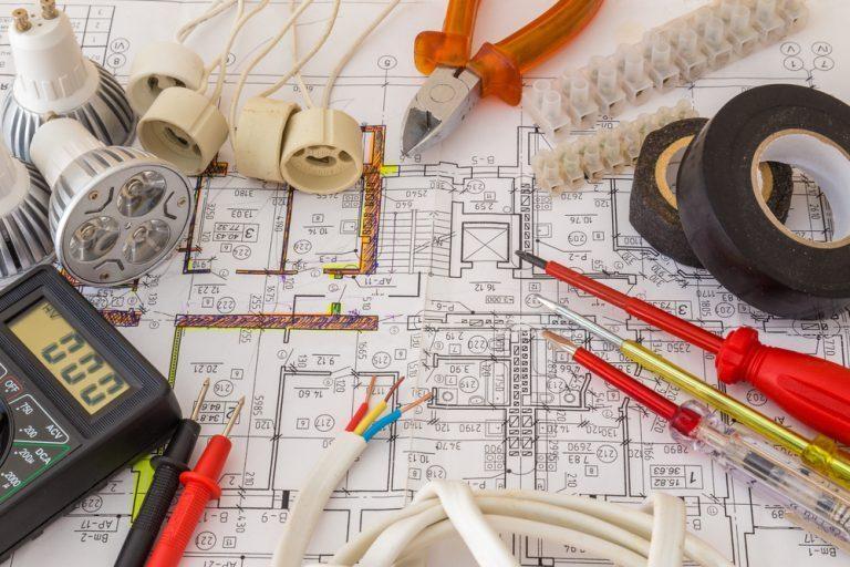 denah-instalasi-listrik-rumah-dan-peralatan-listrik-seperti-stopkontak-768x512